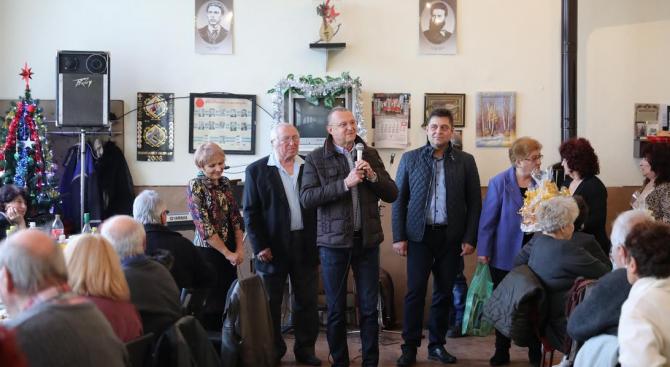 Депутати от ГЕРБ-Русе поздравиха пенсионерите в с. Николово