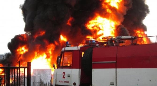 """Трима са пострадали при пожар в стоковия базар """"Илиянци"""" в София"""