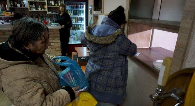 В Русенско раздават хранителни продукти на социално слаби хора