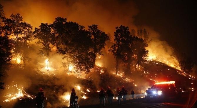 Голям пожар бушува на турския остров Бююкада