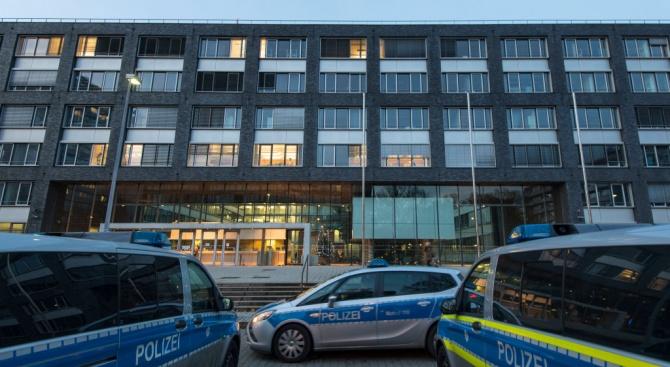 Мъжът, врязал се умишлено с кола в чужденци в новогодишната нощ в Германия, остава в ареста
