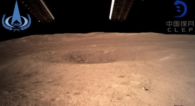 Първи снимки от обратната страна на Луната