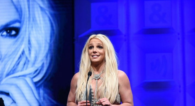 Бритни Спиърс отлага концерти заради болния си баща