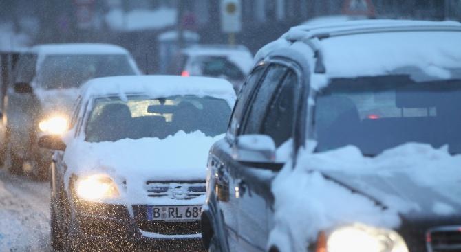 Транспортенхаос в Германия и Австриязаради обилния снеговалеж