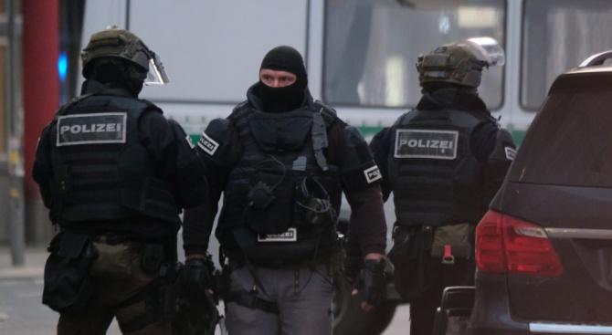 Тревогата, предизвикала полицейска акция в центъра на Берлин, се оказа фалшива