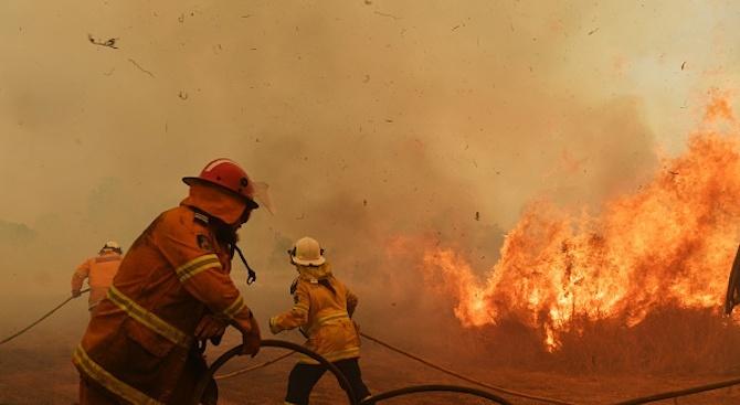 Пожари блокираха много хора по плажовете на Австралия