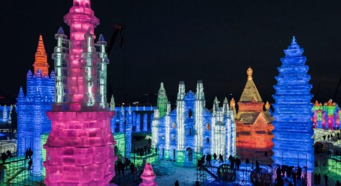 Най-големият фестивал за ледени скулптури беше открит в Китай (снимки)