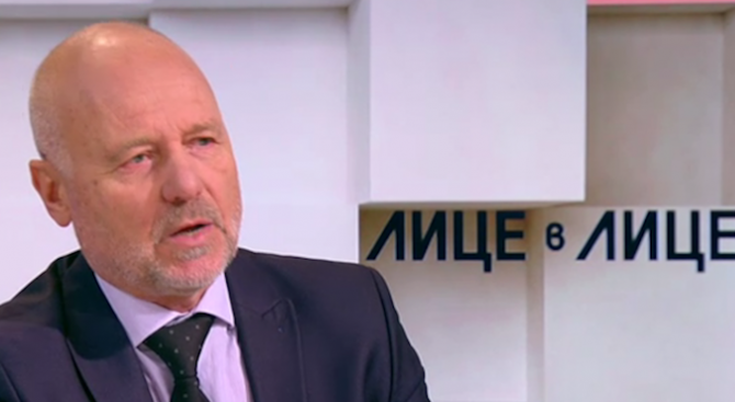 """Тодор Тагарев: Ф-16 категорично превъзхожда """"Грипен"""""""