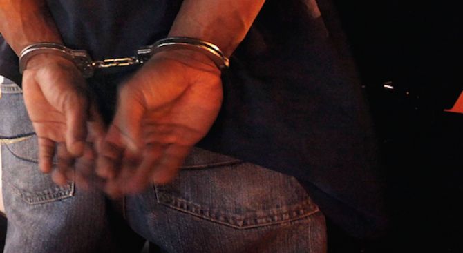 Арестуваха двама за жестокия побой над военния във Войводиново