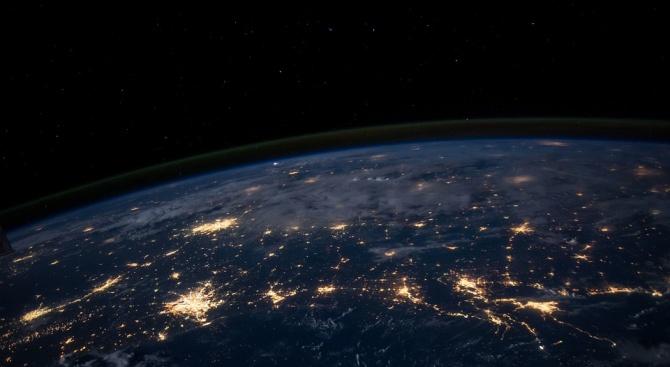 Сондата на НАСА около астероида Бену направи снимка на Земята
