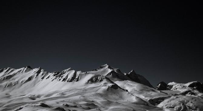 Стотици са блокирани в много райони на Алпите