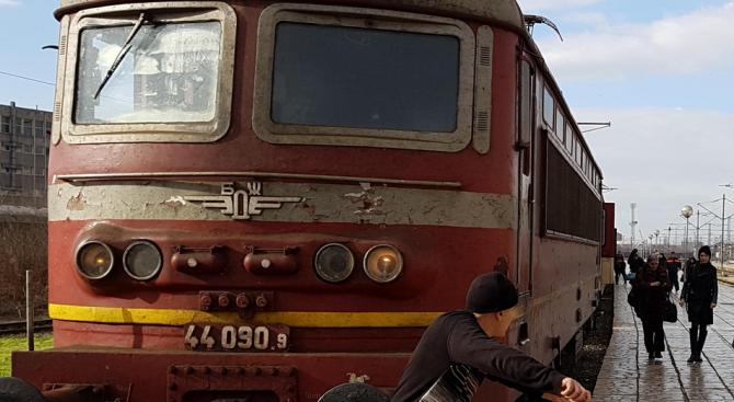 Машинист спаси пиян кюстендилец, изскочил пред влака Перник-Кюстендил