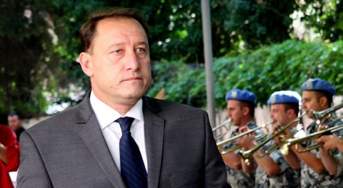 Бившият военен министър коментира избора на правителството за нов изтребител
