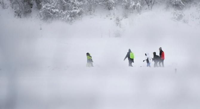 Заради силните снеговалежи в Австрия: Един е загинал, а десетки са ранени