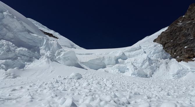Лавина помете и уби холандски скиор във Франция