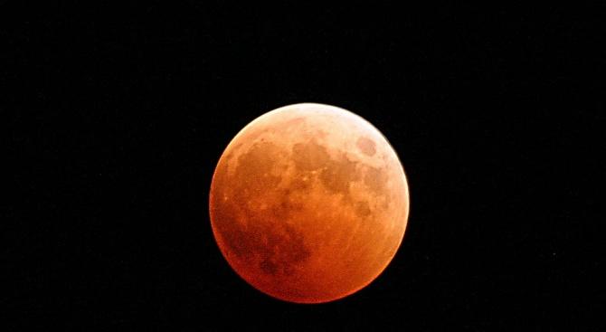 Очаква ни зрелищна кървава луна! Вижте кога