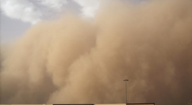 Силна пясъчна буря връхлетя Египет