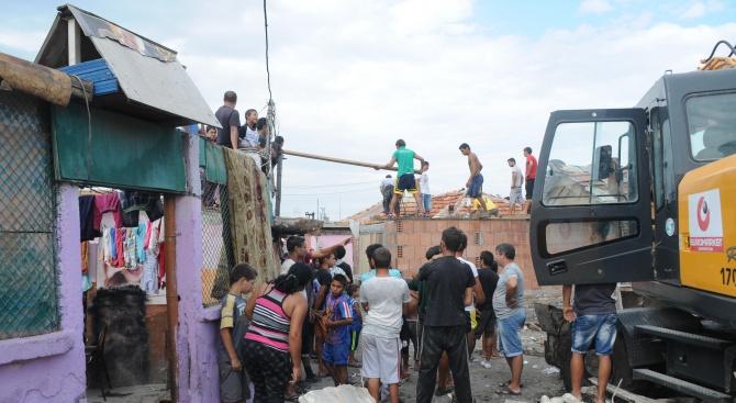 """НАП в Кюстендил е затворило 32 обекта в ромския квартал """"Изток"""""""