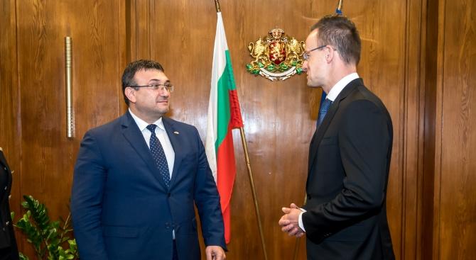 Младен Маринов проведе работна среща с министъра на външните работи и търговията на Унгария