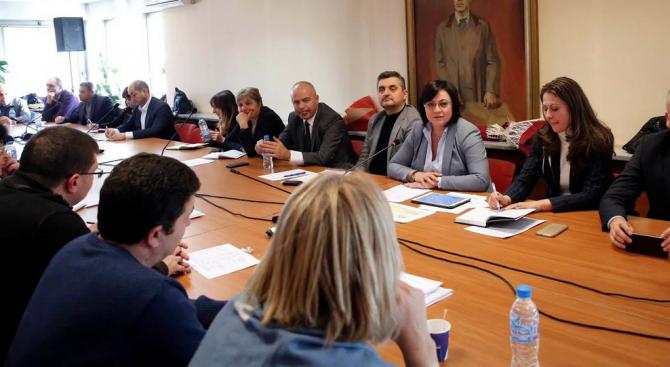 Нинова събра всички областни председатели на БСП