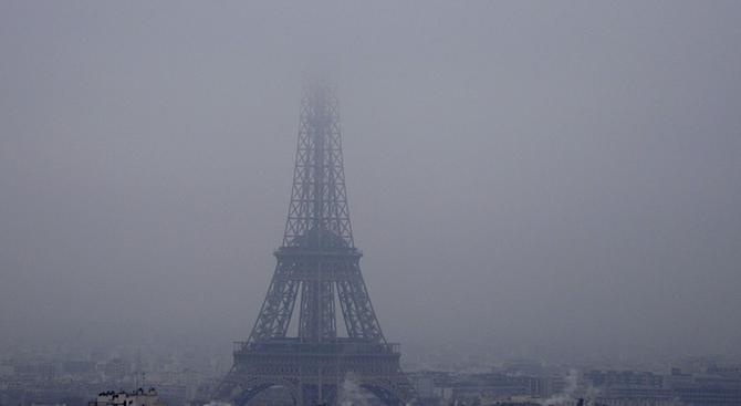 Снеговалеж затвори Айфеловата кула