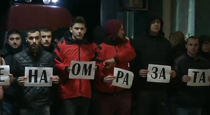 Лекари излязоха на мълчалив протест пред болницата в Горна Оряховица