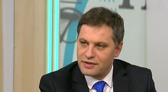 Александър Сиди: Лидерското говорено през медиите не е правилно, но се случва