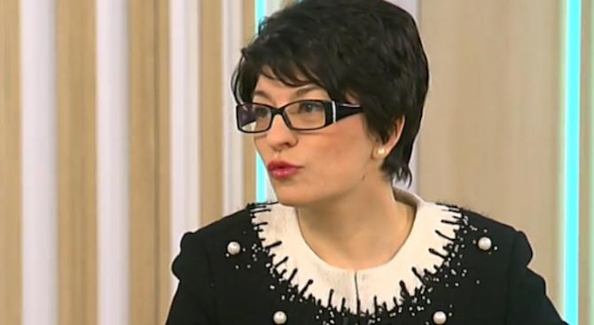 Атанасова: Йотова сякаш има по-сериозна институционална тежест от Радев