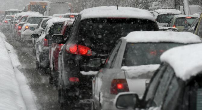 От АПИ с предупреждение към пътуващите в Южна България, оранжев код за обилни валежи в 6 области