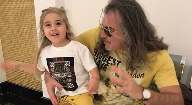 Объркаха внука на Маги Халваджиян с момиче