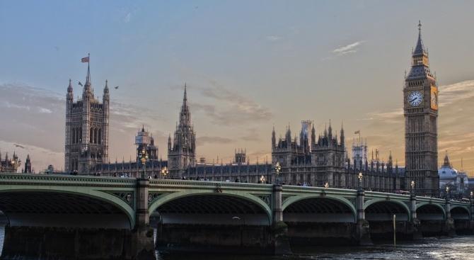 Заради Брекзит - британското правителство смята да отмени осемдневна ваканция на парламента