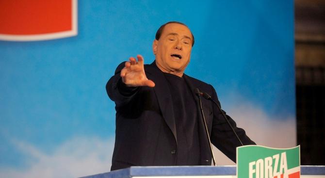 Берлускони също поиска блокираните на кораб мигранти да слязат на сушата
