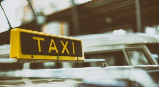 Полицията разчисти колите на протестиращите таксиметрови шофьори в Мадрид