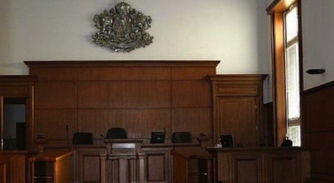 Предадоха на съд Теньо, който преби до смърт приятелката си Ивета в Айтос