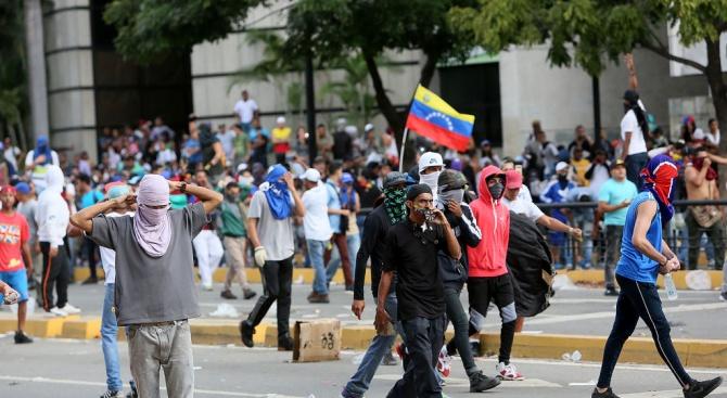 При протестите във Венецуела са загинали 35 души