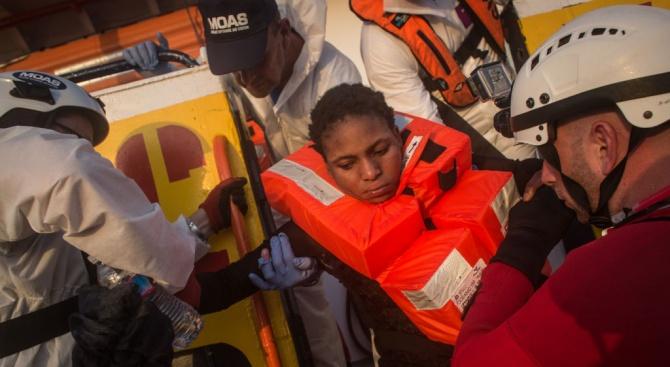 """Холандия няма да приеме 47-те мигранти от кораба """"Сий уоч 3"""""""
