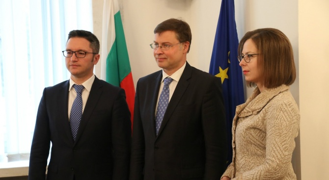 НС подкрепя усилията на правителството за изпълнение на ангажиментите, свързани с приемането на България в еврозоната