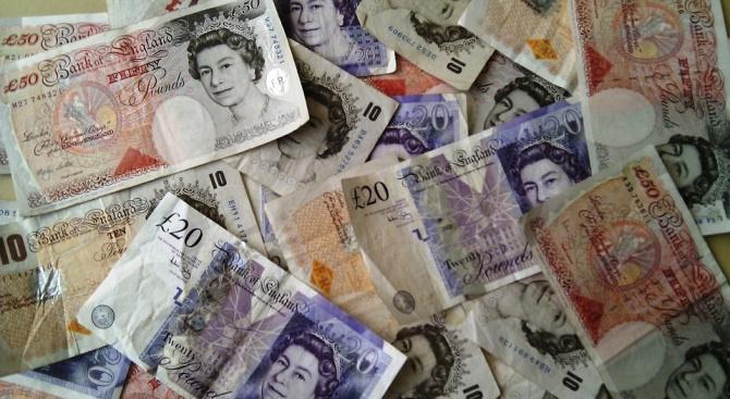 Курсът на британската лира се понижи рязко след вчерашното гласуване в парламента