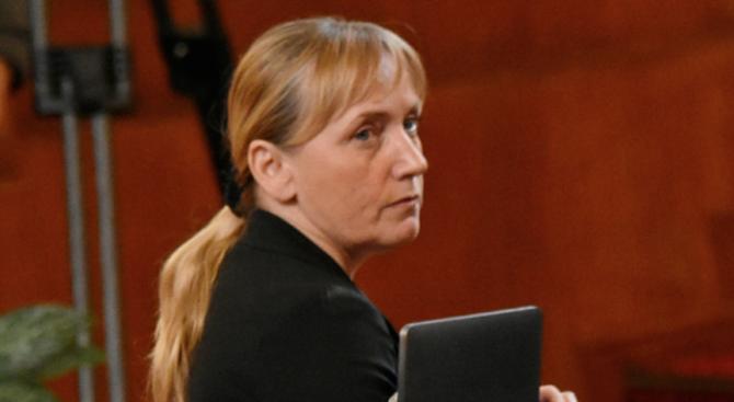 Елена Йончева представя разследването си за корупция в Министерски съвет