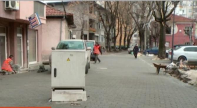 Електрическо табло се озова по средата на улицата в Пловдив