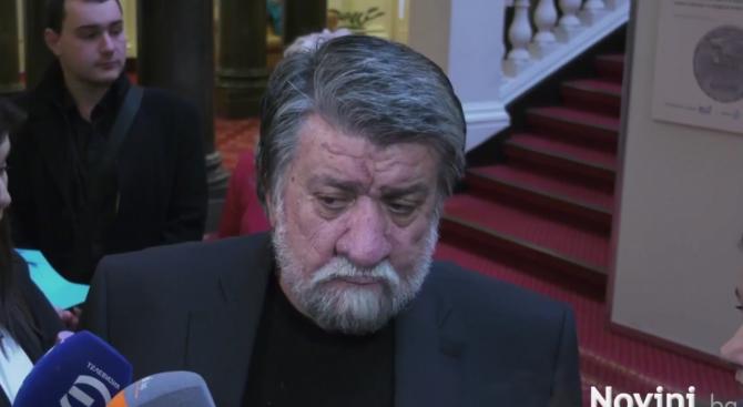Вежди Рашидов: Не се прави политика с наливане на кофи с помия (видео)