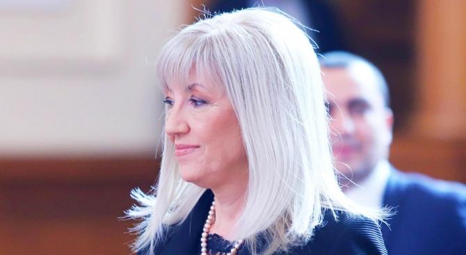 Петя Аврамова: Ще търсим всички законови начини да спрем строителството край морските плажове