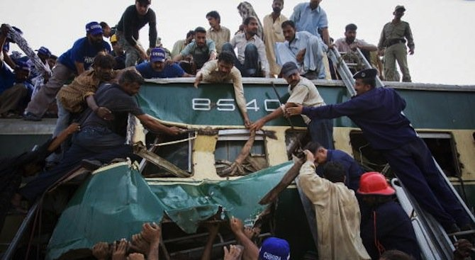 Влакова катастрофа в Индия: Има загинали и ранени