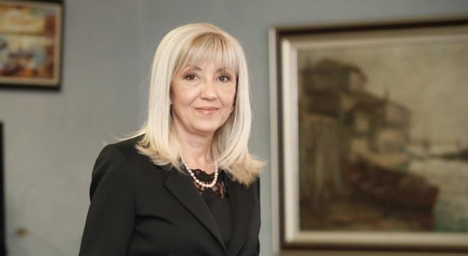 """Министър Петя Аврамова: 236 машини и автомобили обезпечават работата на """"Автомагистрали"""" ЕАД"""