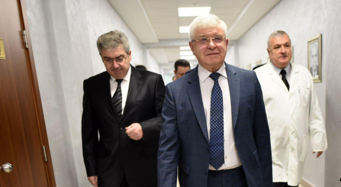 Кирил Ананиев ще се срещне с протестиращите медицински сестри от болницата в Козлодуй
