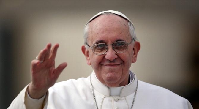 Папа Франциск отслужва меса на площад в София