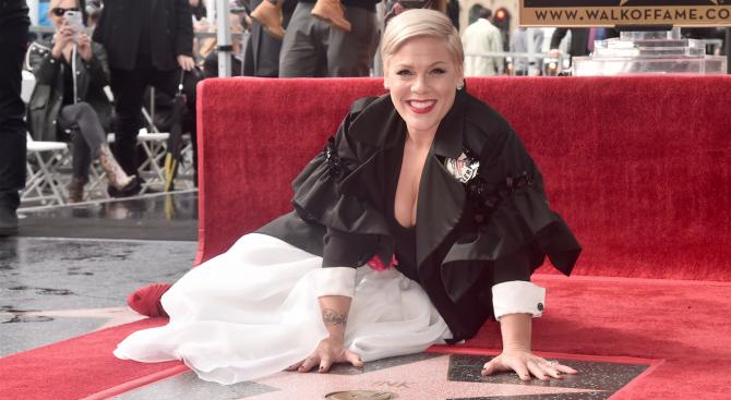 Пинк получи звезда на Холивудската алея на славата (снимки)