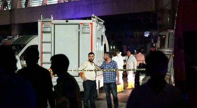 Утрои се броят на жертвите на срутената сграда в Истанбул