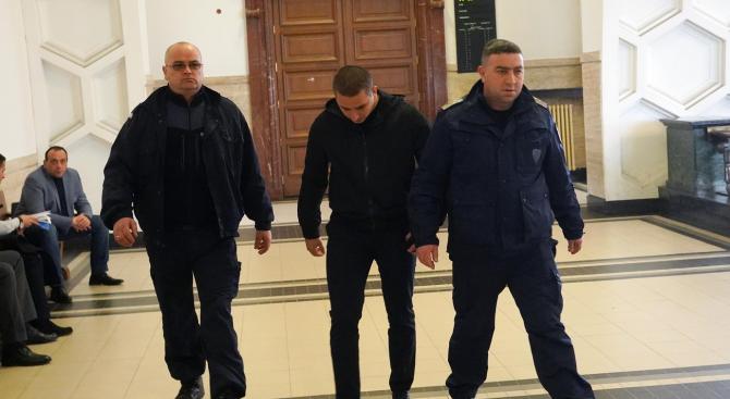 Съдът гледа делото срещу Йордан Исаев, който уцели с бомбичка полицайка (снимки)