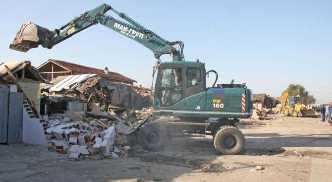 Предлагат социални жилища за ромите от Войводиново, останали без дом